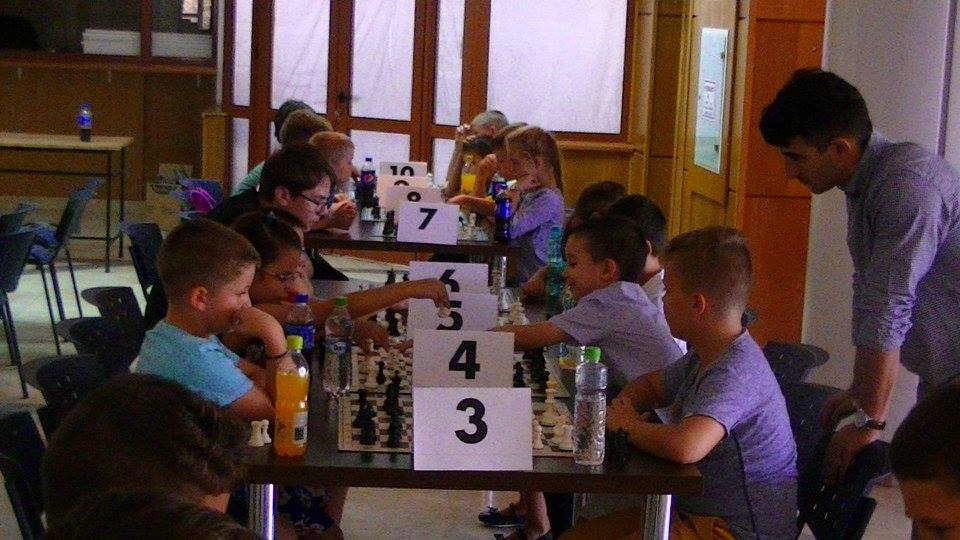 """Copiii din Năvodari s-au întrecut la """"Cupa Șah – Mat"""""""
