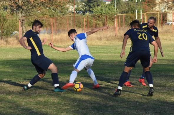 Fotbaliștii de la CS Năvodari au reușit a cincea victorie consecutivă și se mențin pe primul loc