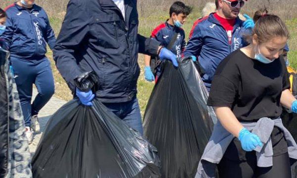 Sportivii de la CS Năvodari sunt primii și la curățenia orașului nostru !