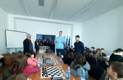 """Premii consistente la turneul de șah """"Open Năvodari"""""""